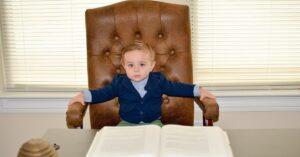 Read more about the article Czy zatrudnienie syna przyjaciółki to zawsze kumoterstwo?